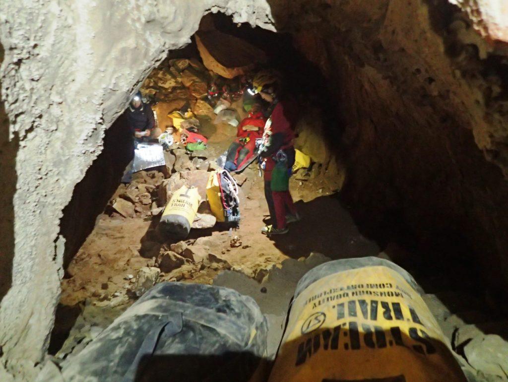 2018年未踏の洞窟探検~ラオス 防水バッグ活躍中