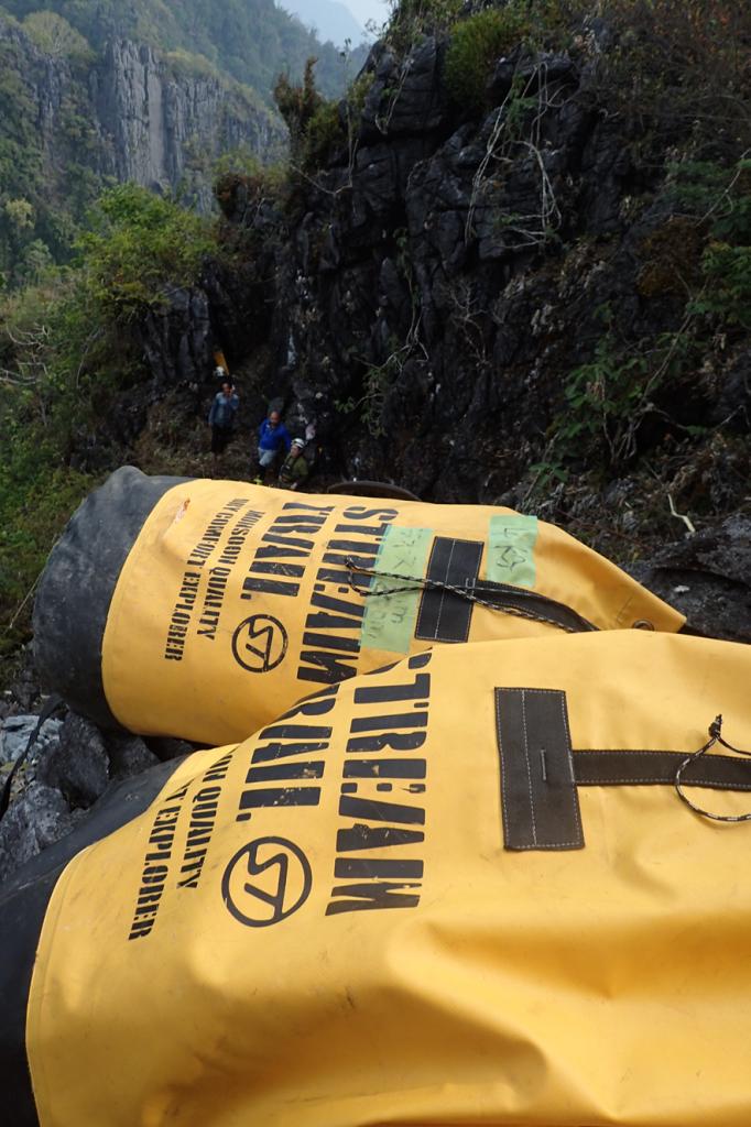 2018年未踏の洞窟探検~ラオス 防水バッグ